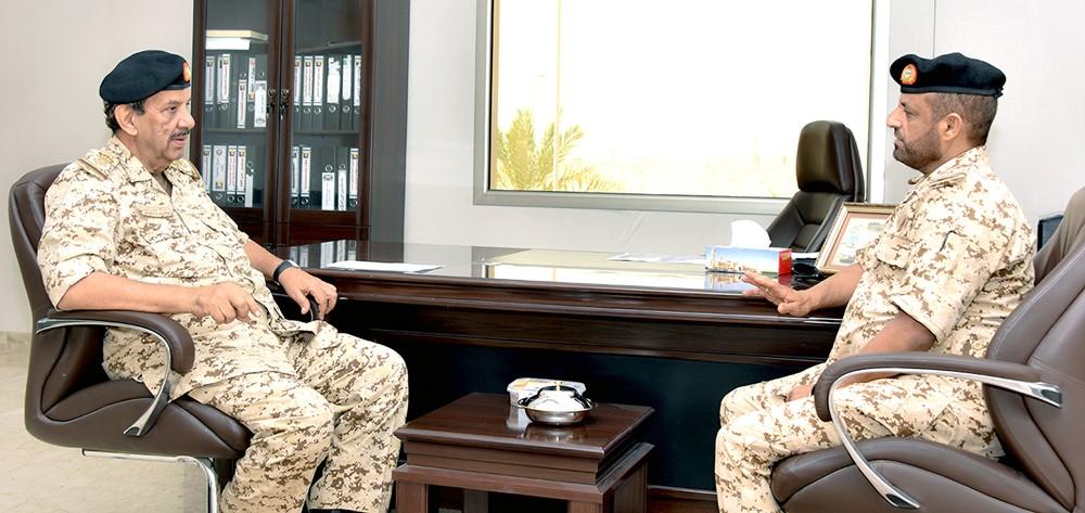 """""""القائد العام"""" يقوم بجولة ميدانية تفقدية لعدد من وحدات قوة دفاع البحرين"""