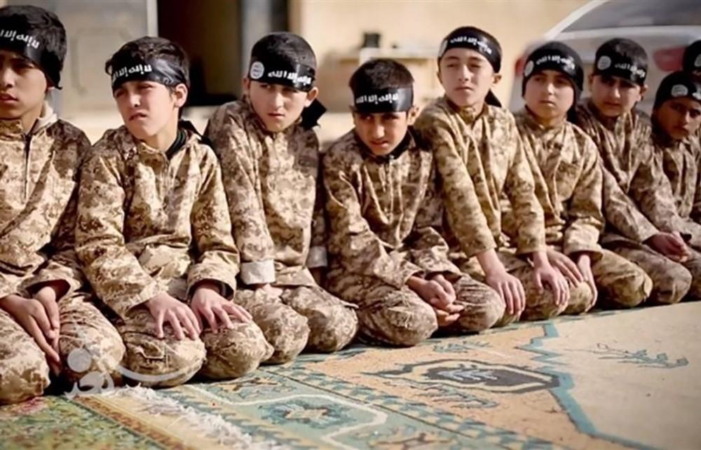 فرنسا تحسم أمرها.. أطفال داعش إلى حضن الوطن