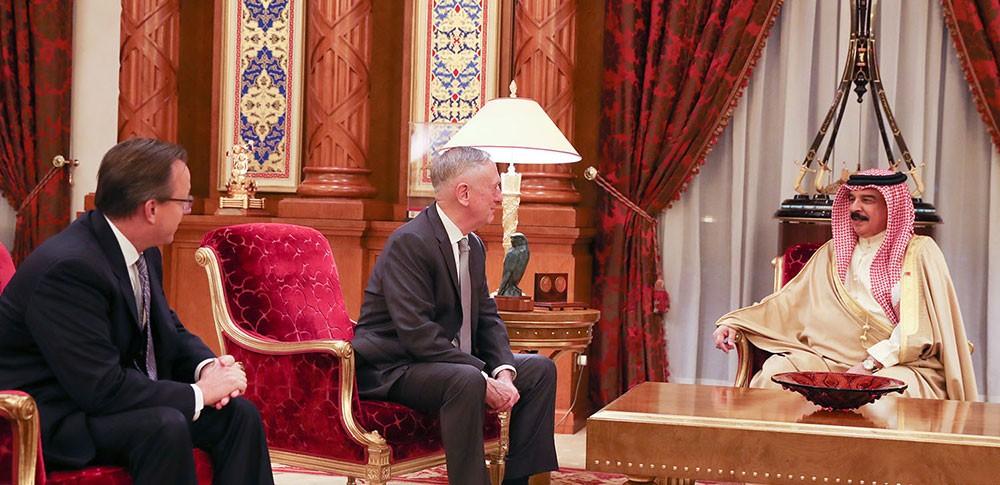 جلالة الملك المفدى يستقبل وزير الدفاع الامريكي