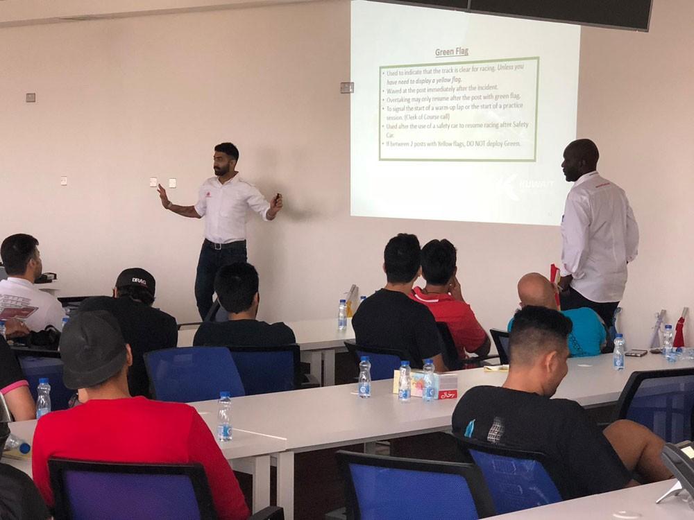 اتحاد السيارات البحريني يختتم دورة اعداد مارشالز الكويت
