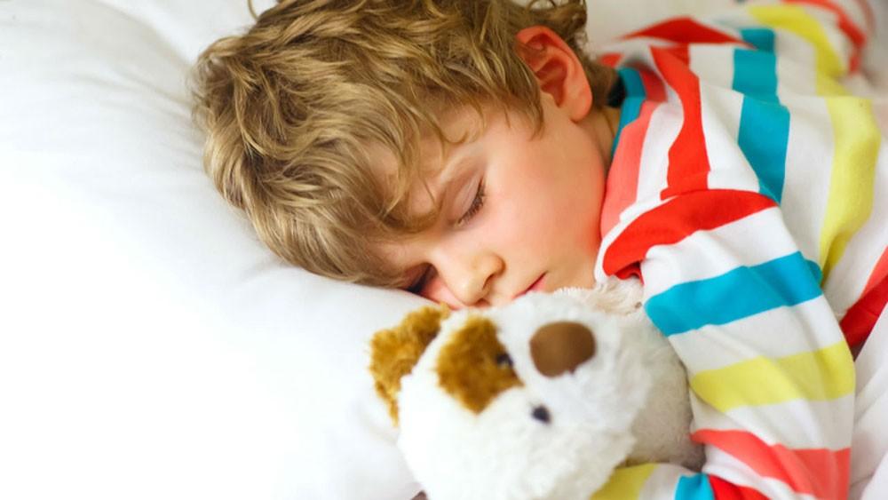 صوت الأم يتفوق على إنذار الحريق في إيقاظ الأطفال