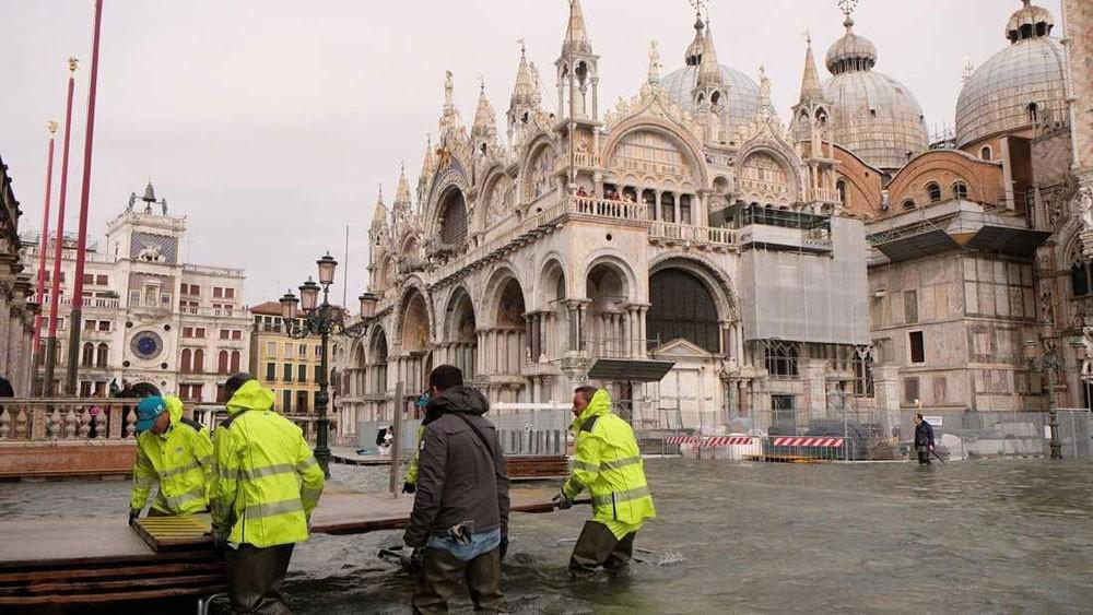 العواصف والأمطار تجتاح إيطاليا
