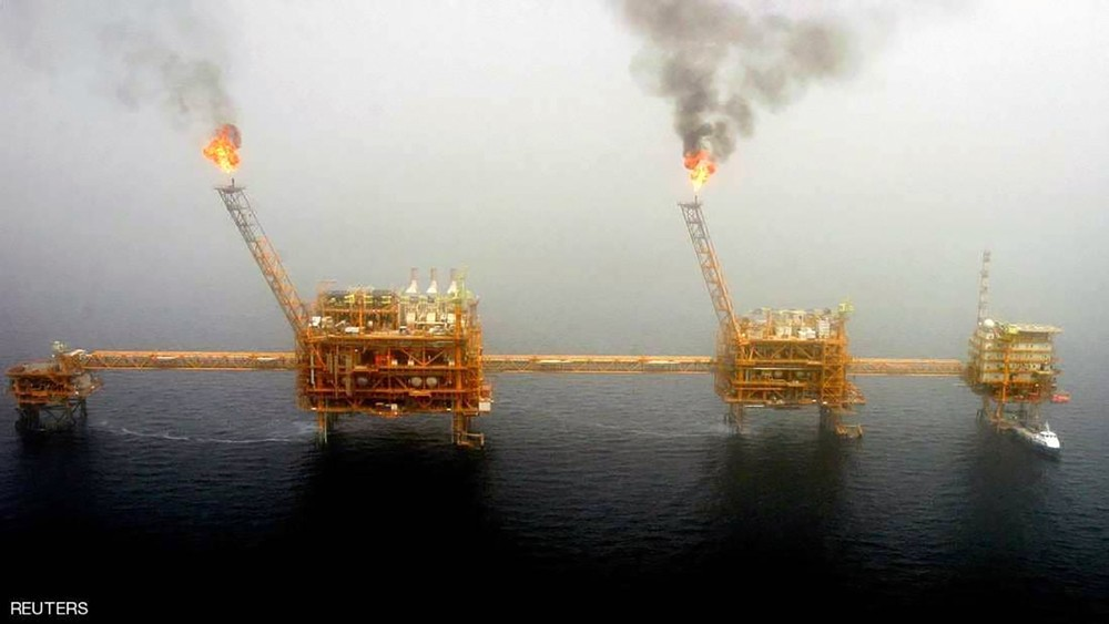 بفعل العقوبات.. صادرات النفط الإيراني تسجل هبوطا حادا