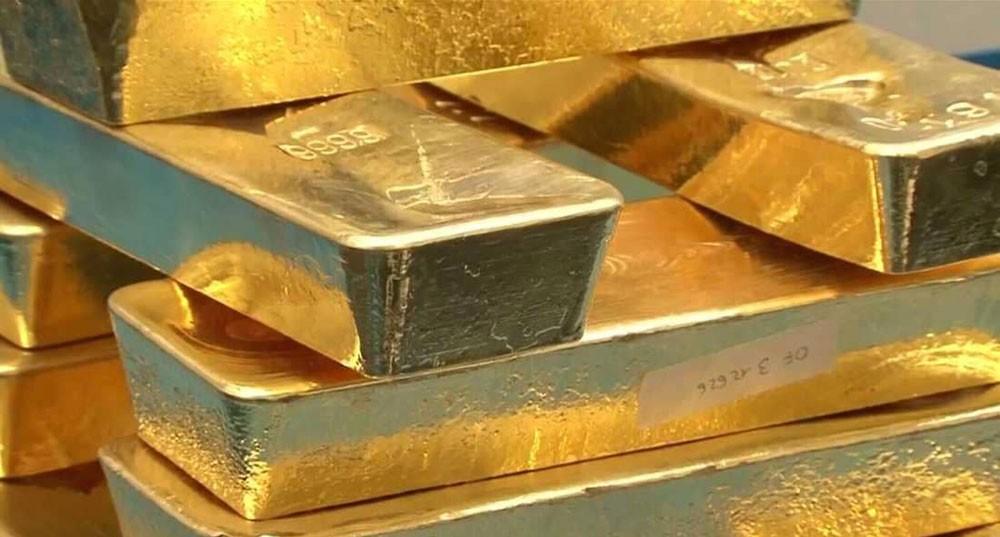 """الذهب يهبط مع صعود الدولار واستقرار """"الفائدة"""""""