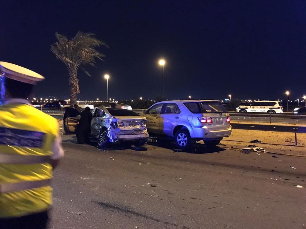 بالصور : حادث مروري على شارع الشيخ خليفة بن سلمان يوقع عدة إصابات
