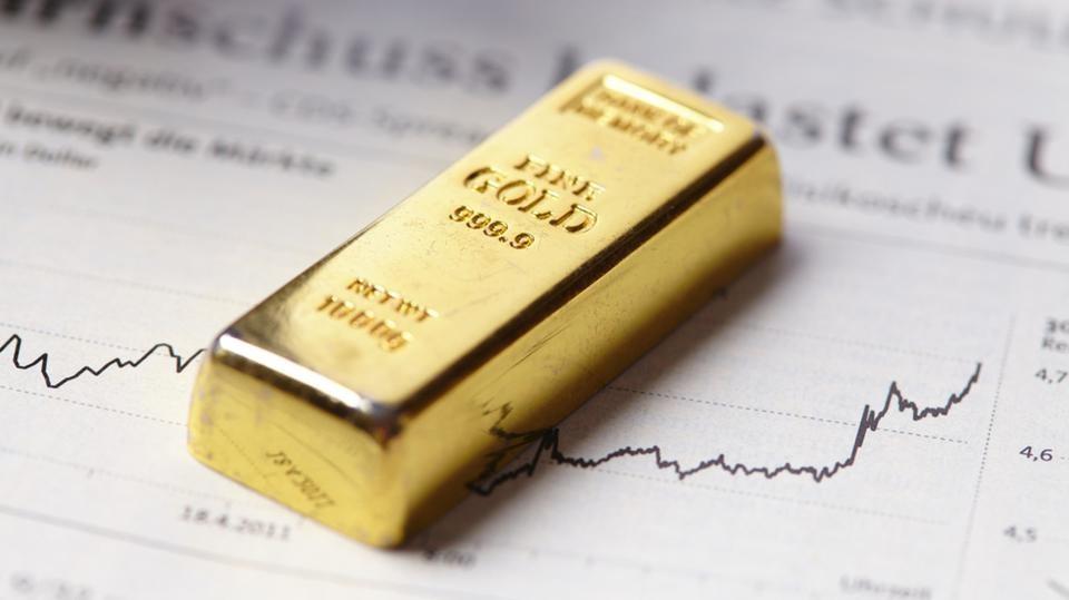 الذهب يخسر 1% بضغط من توجهات الفائدة الأميركية