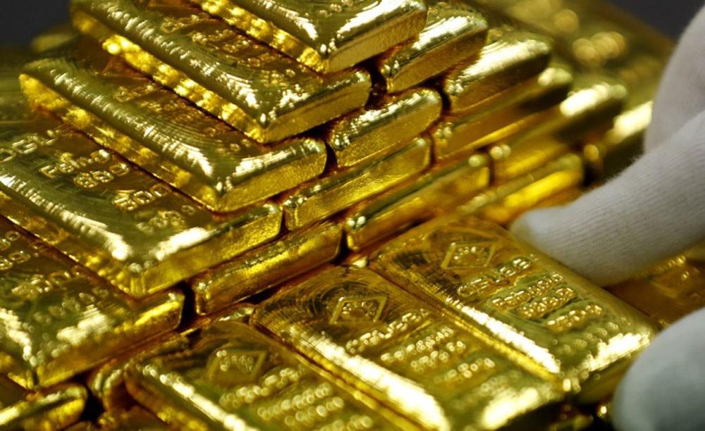 الذهب ينزل لأقل سعر في شهر مع ارتفاع الدولار