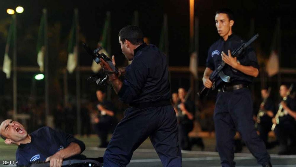 الجزائر.. إصابة 10 شرطيين وتوقيف 30 بعد شغب كروي