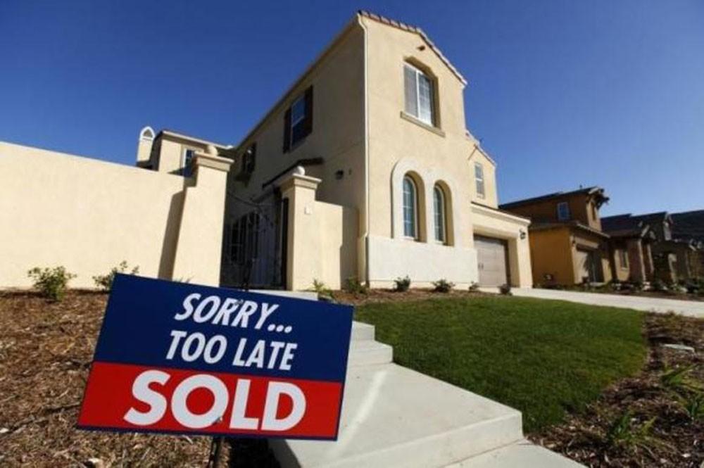 مبيعات المنازل القائمة في الولايات المتحدة ترتفع والسوق ما زالت ضعيفة