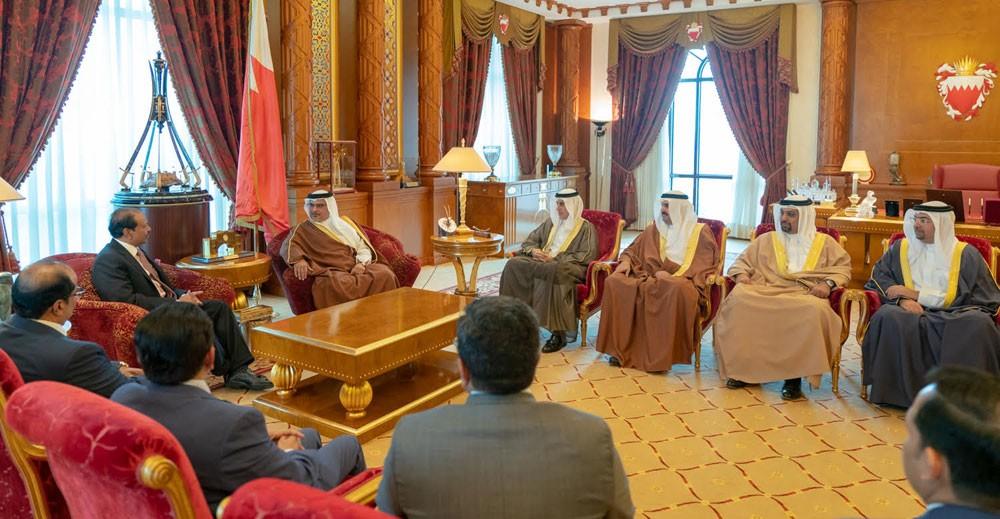 ولي العهد : مزايا البحرين الاستثمارية الجاذبة استقطبت العديد من الاستثمارات
