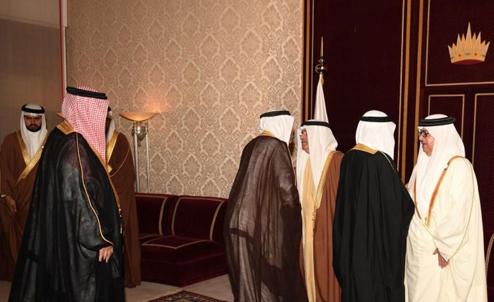 جريدة البلاد أشقاء جلالة الملك يستقبلون المعزين في وفاة سمو الشيخة نورة آل خليفة