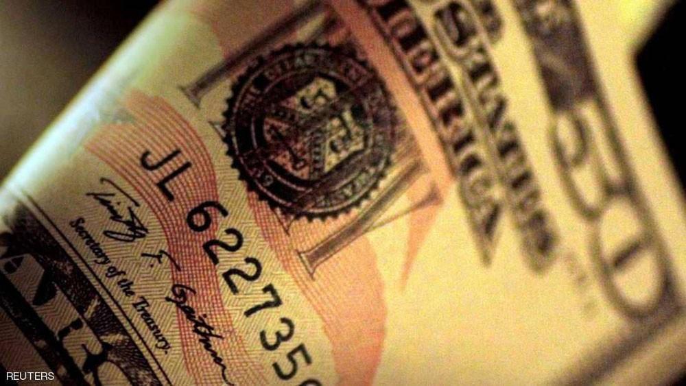 الدولار يهبط وتوقعات بنبرة حذرة من المركزي الأميركي
