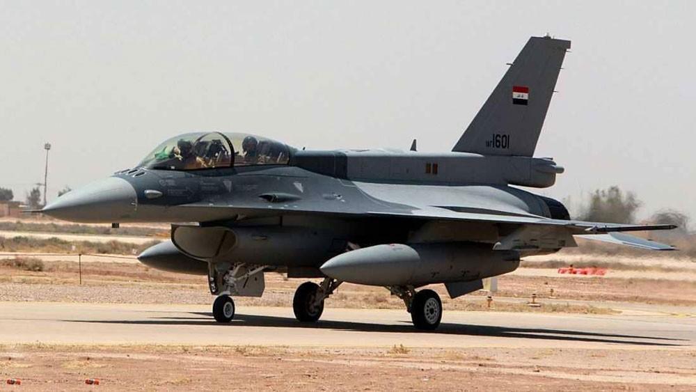 """سلاح الجو العراقي يوجه ضربة لـ""""داعش"""" داخل سوريا"""