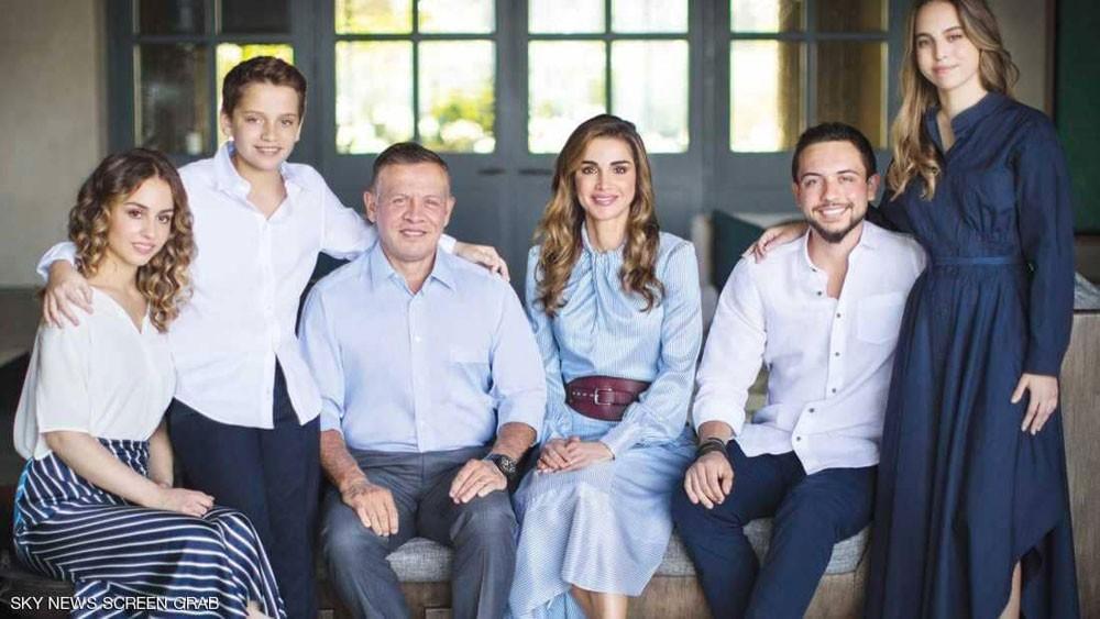 الأردن.. بيان رسمي يوضح الجدل حول تكلفة ملابس الملكة رانيا
