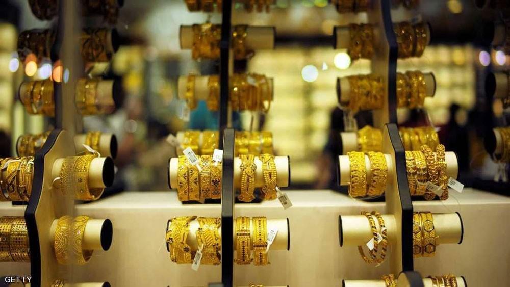 الذهب يهوي مع انتعاش الأسهم والدولار