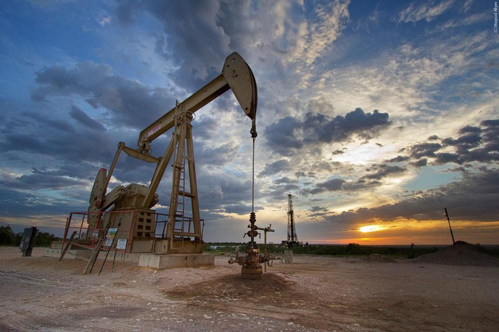 أسعار النفط تواصل تراجعها في آسيا