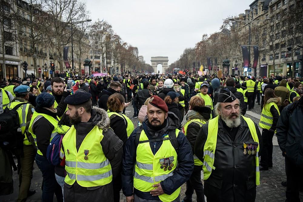 صدامات بين الشرطة الفرنسية والسترات الصفر في باريس