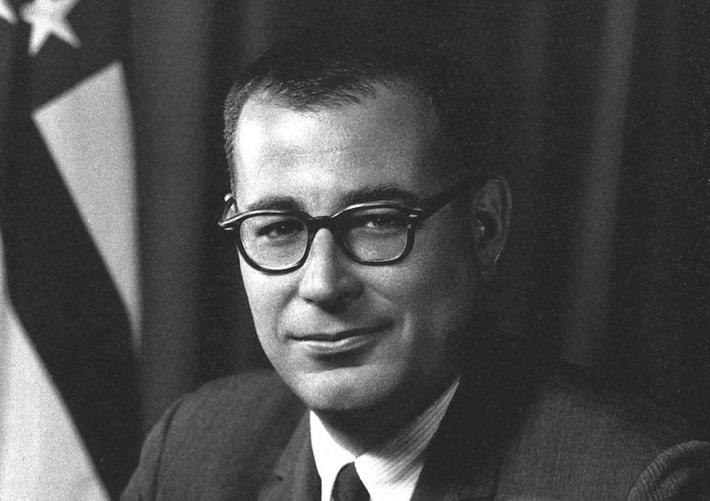 """وفاة براون.. وزير الدفاع الأميركي """"مكافح"""" التسلح النووي"""