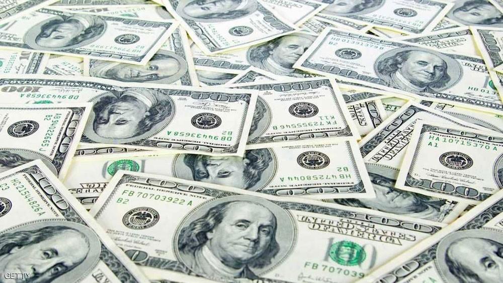 الدولار يهبط لليوم الثالث على التوالي