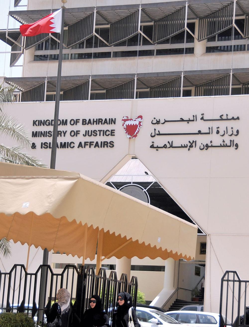 المحكمة تطالب بالتقرير النفسي لحارق مقر عمله والتسبب بخسائر ضخمة