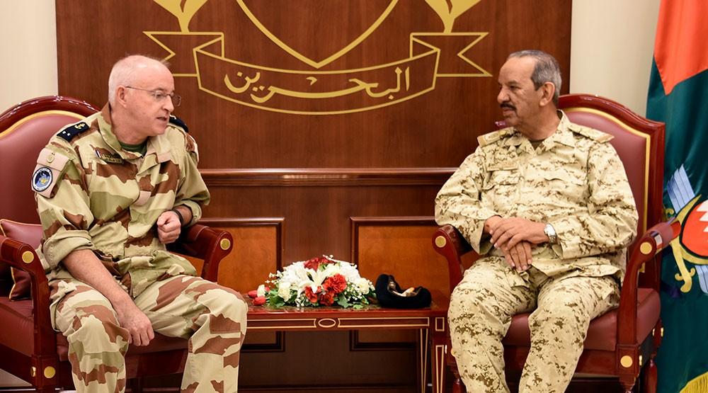 القائد العام لقوة دفاع البحرين يستقبل قائد القوات الفرنسية
