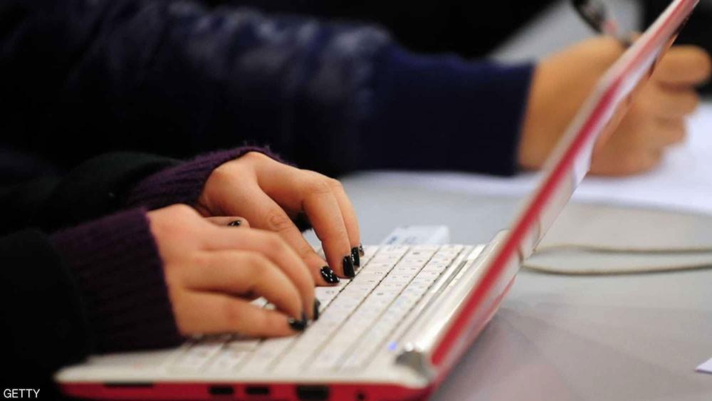 """خدعة في لوحة مفاتيح الكمبيوتر تنقذك من """"صدمة الأحرف الكبيرة"""""""