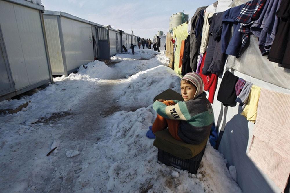 """""""خيرية الإصلاح"""" تواصل حملة كسوة الشتاء لإغاثة اللاجئين"""