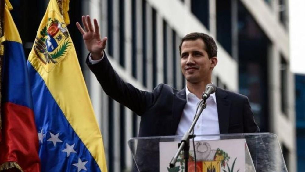فرنسا وإسبانيا تلوحان بالاعتراف بغوايدو رئيسا لفنزويلا