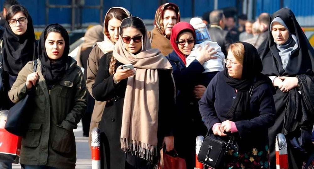 توقيف امرأتين في إيران بسبب الحجاب.. ورد شجاع من المارة