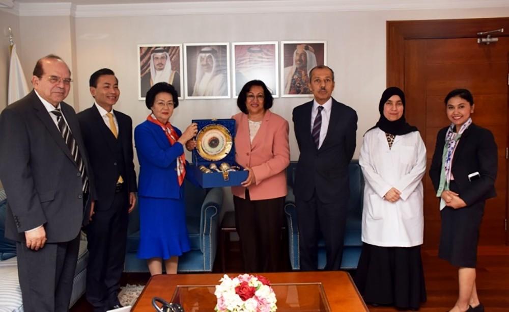 وزيرة الصحة تشيد بالخبرات الطبية التايلندية