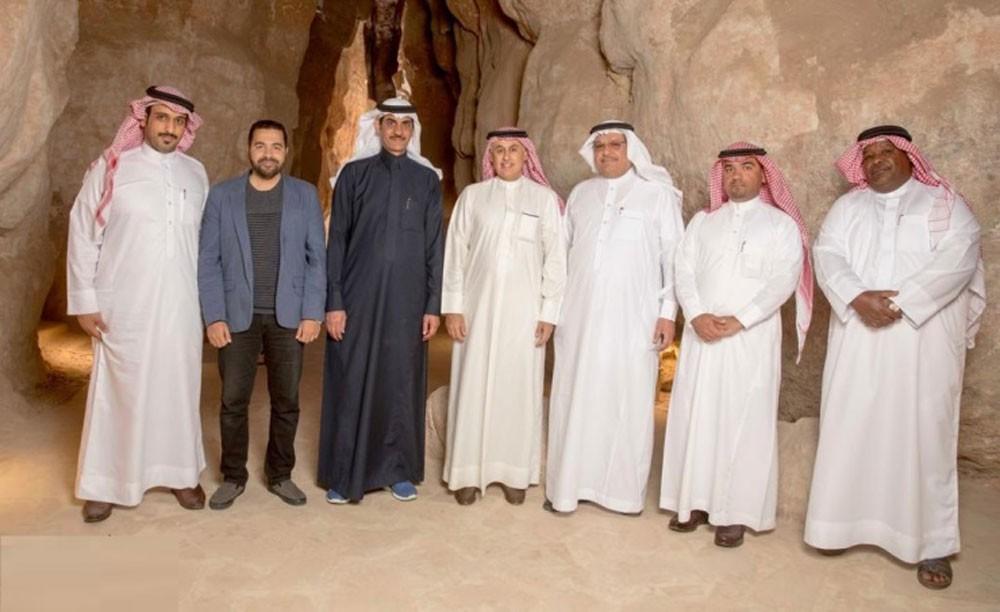 وزير الصناعة يزور جبل قارة وسوق القيصرية بمنطقة الإحساء