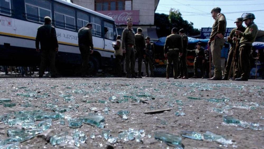 كشمير.. جرحى بانفجار قنبلة في محطة للحافلات
