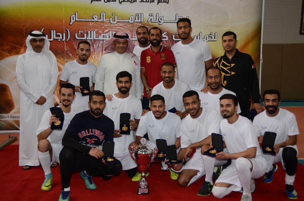 رئيس الأمن العام يتوج فريق الجمارك بطلاً لخماسيات كرة القدم للصالات
