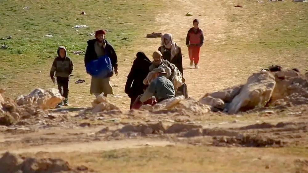 داعش يلفظ أنفاسه بسوريا.. وجدل حول دخول عائلاته العراق