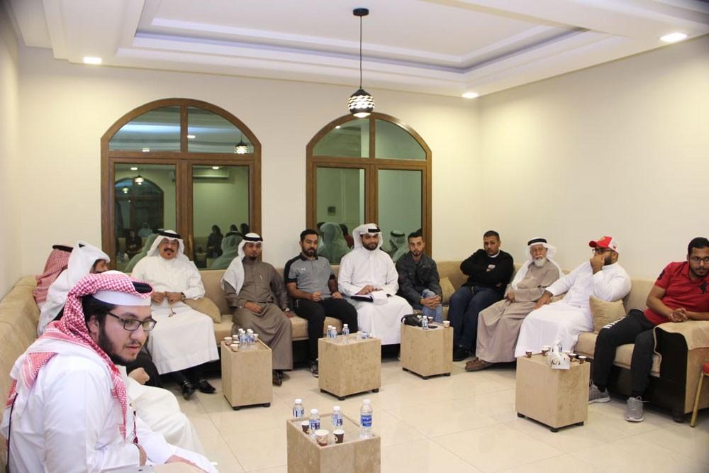 ذخر البحرين تناقش تأثير وسائل التواصل على الروابط الأسرية
