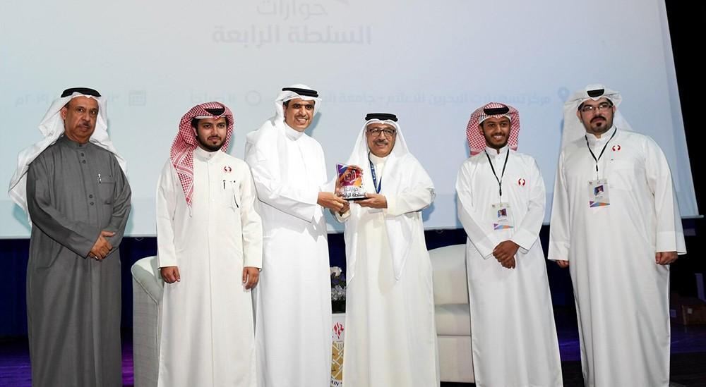 وزير شؤون الإعلام: احتكار الرياضة وتسييسها يحرم 90% من العرب من مشاهدة كرة القدم
