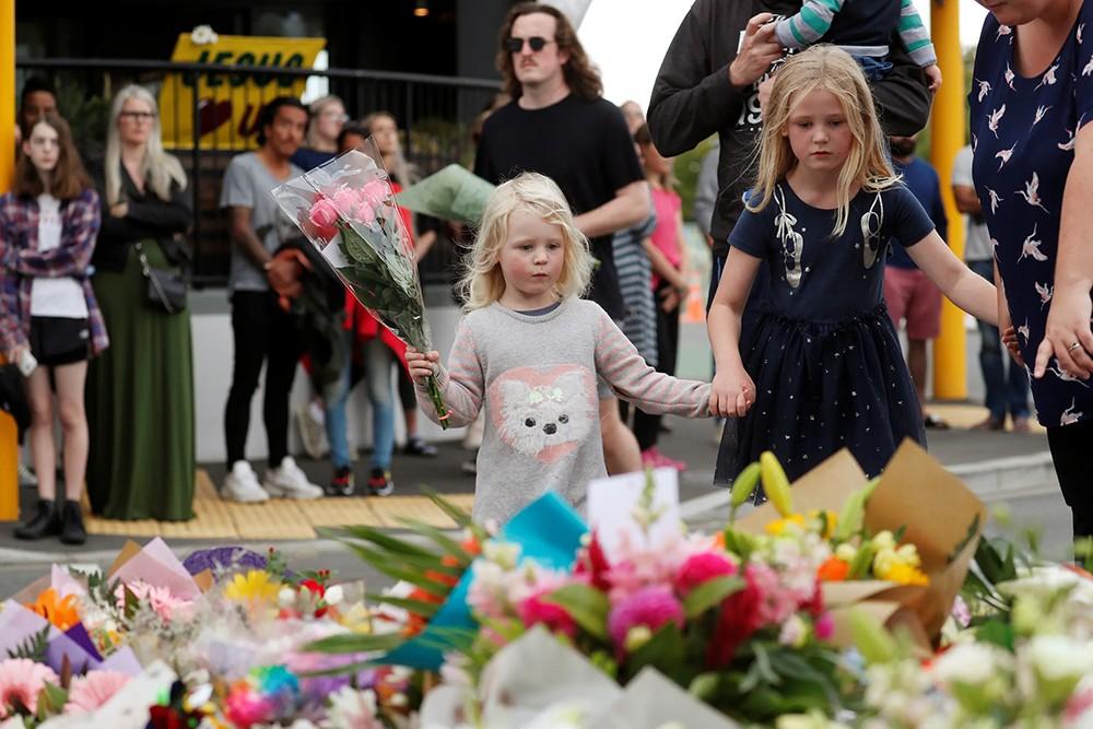 """الحزن يخيم على نيوزيلندا..ومطالب بتشديد """"قوانين السلاح"""""""