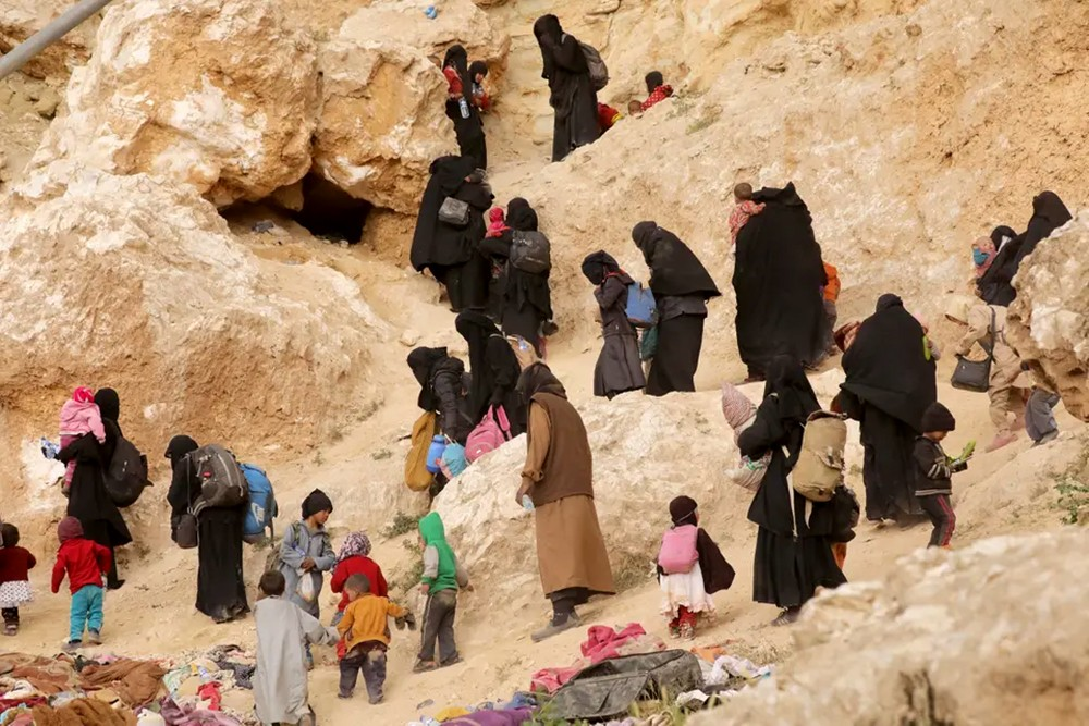 قسد: فرار 60 ألفاً معظمهم مدنيون من الباغوز