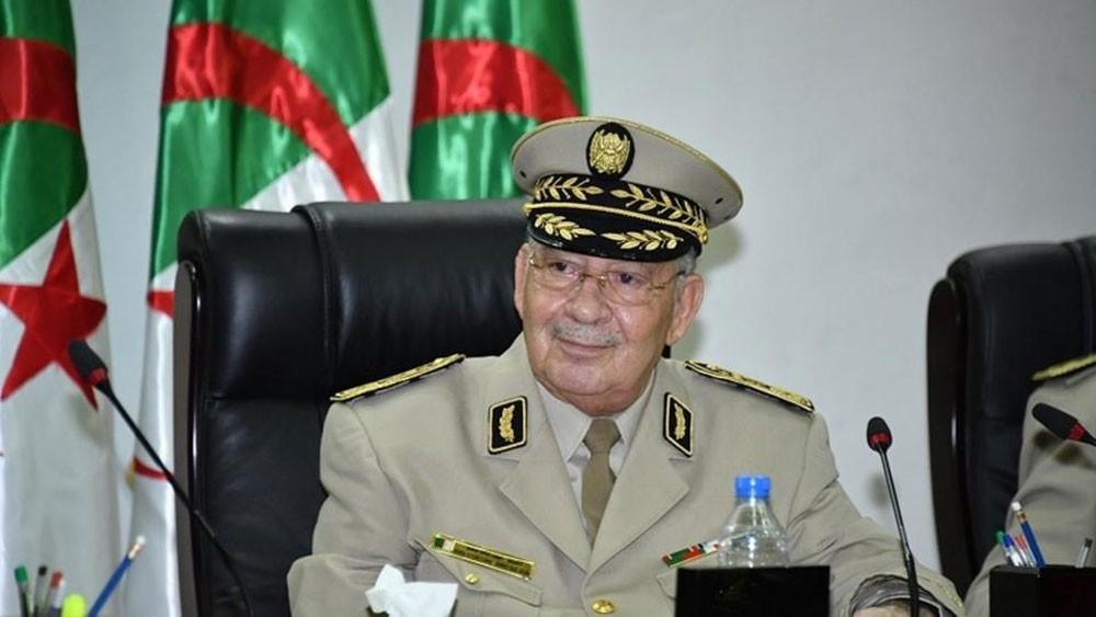 رئيس أركان الجزائر: الجيش مسؤول عن حل أزمات البلاد
