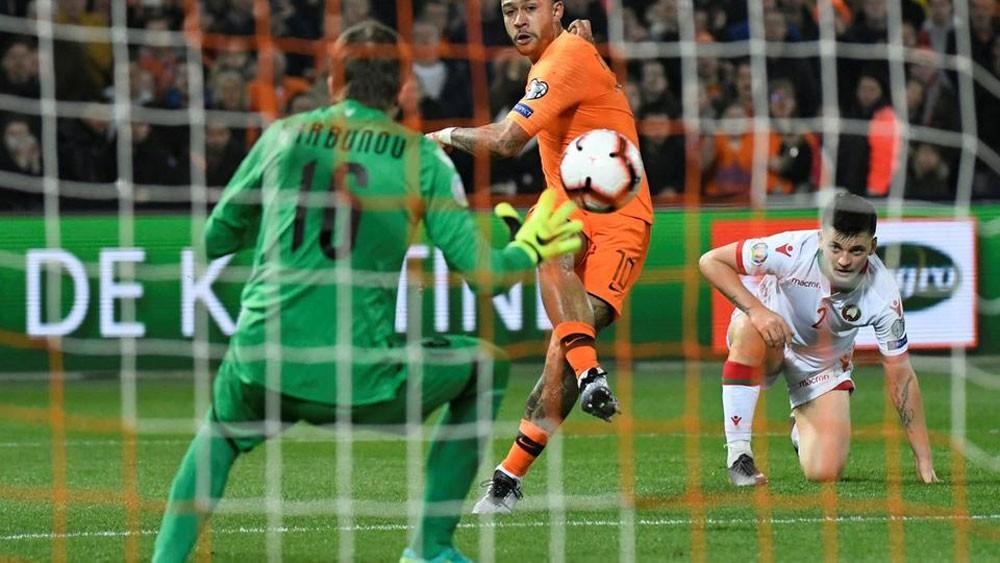 هولندا تقسو على بيلاروسيا برباعية في تصفيات كأس أوروبا