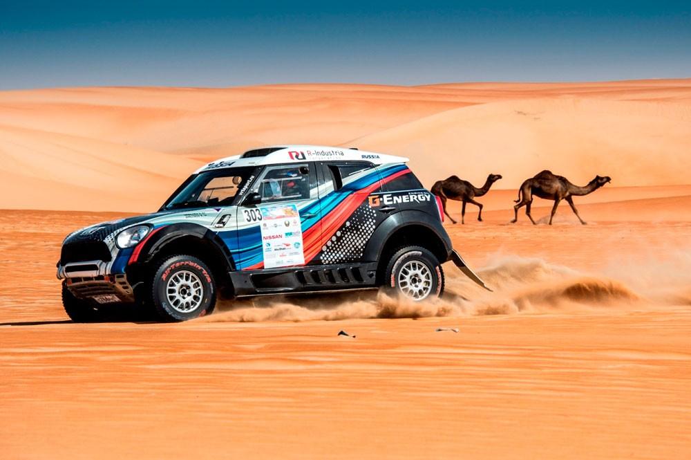 بيترهانسل يعود لمقارعة نخبة السائقين العالمين في رالي أبوظبي
