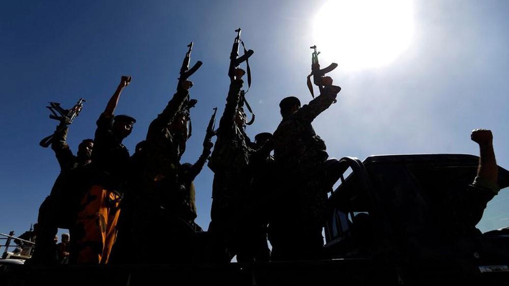 الميليشيات تعدم 31 حوثياً استعدوا لتسليم أنفسهم للجيش اليمني