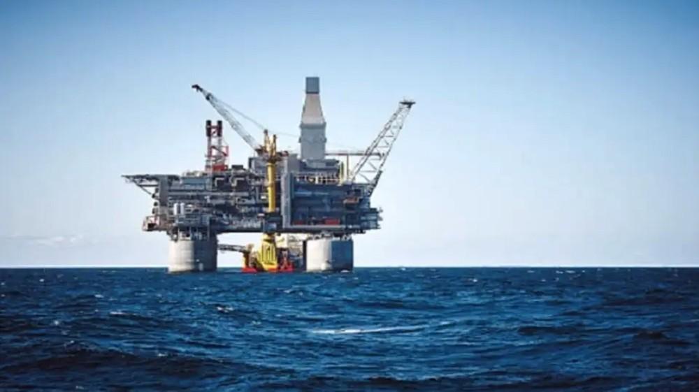 النفط يصعد لأعلى مستوى في 5 أشهر وسط مخاوف بشأن إمدادات