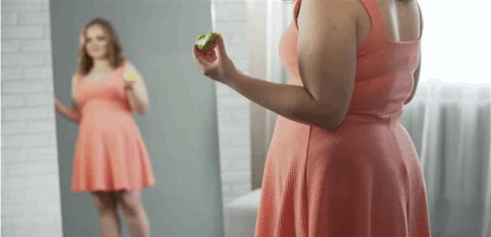 الأكل أمام المرآة يُساعدكم على خسارة الوزن!