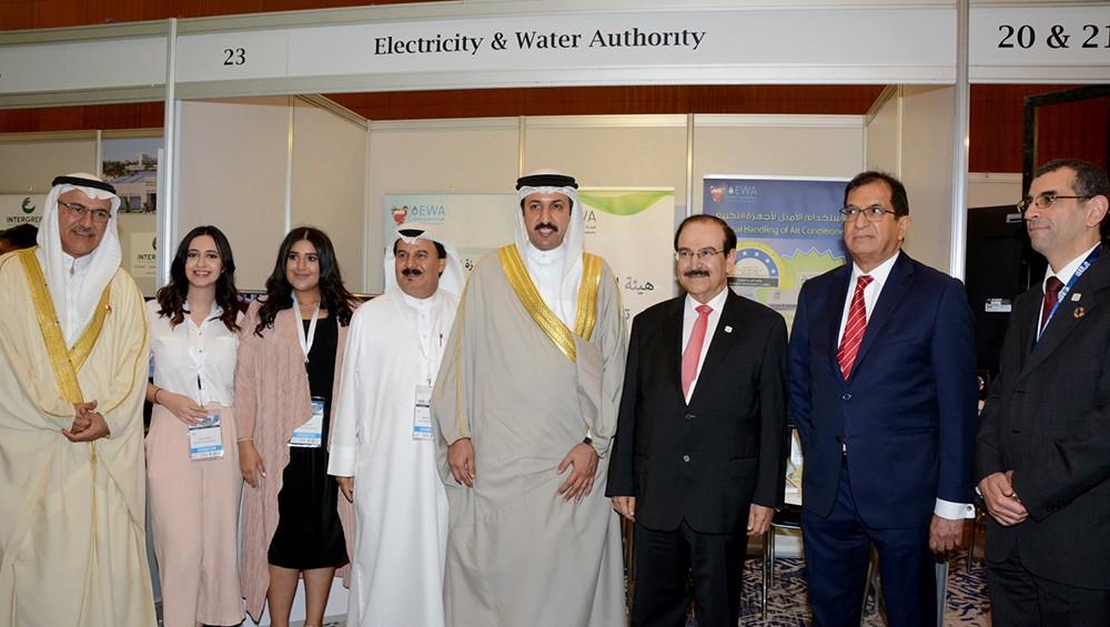 الوزير ميرزا يزور جناح ترشيد الكهرباء والماء بمعرض الطاقة المستدامة الدولي