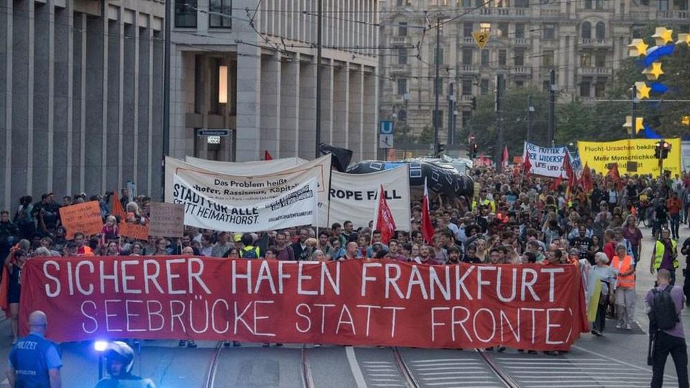 ألمانيا تعلق طلبات لجوء بعض السوريين