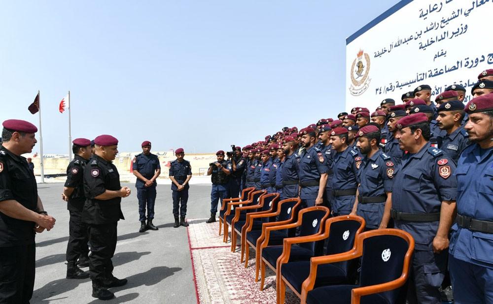 وزير الداخلية ينيب رئيس الأمن العام لحضور حفـل تخريج دورة الصاعقة التأسيسية المشتركة