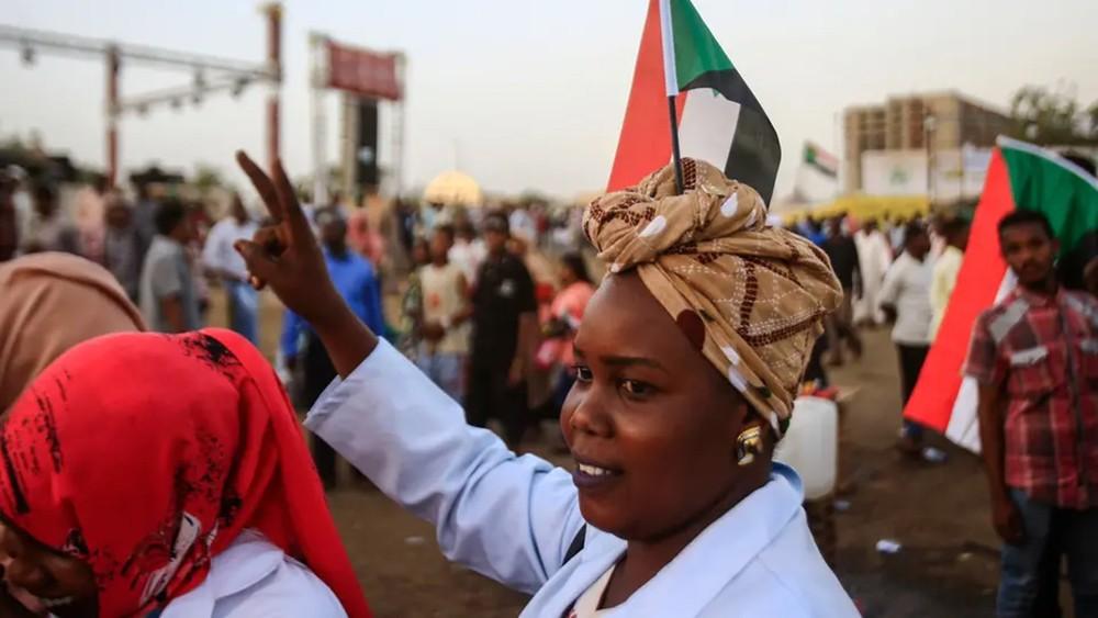 """العسكري السوداني يدرس """"وثيقة"""" قوى التغيير.. ورد مكتوب"""