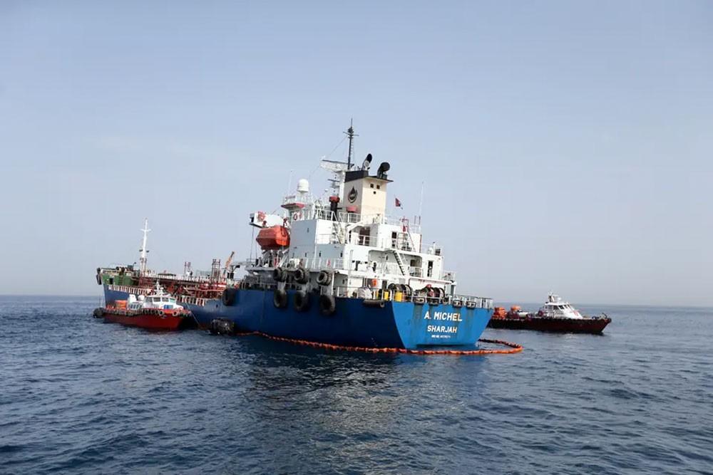 عُمان تدين تخريب السفن قبالة الإمارات