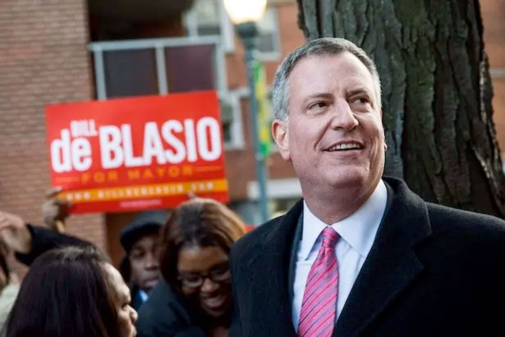 عمدة نيويورك ينضم للسباق.. ويعلن ترشحه للرئاسة